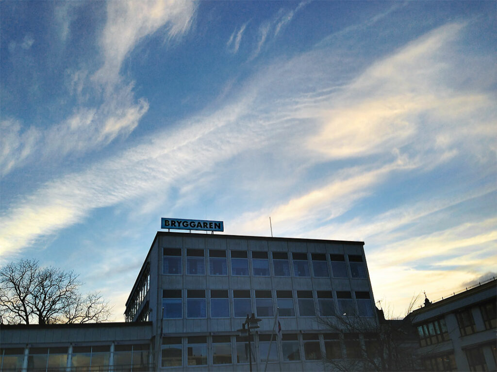 Kvällshimmel över Bryggaren Teater och Konferens i Västervik - 2015-03-24