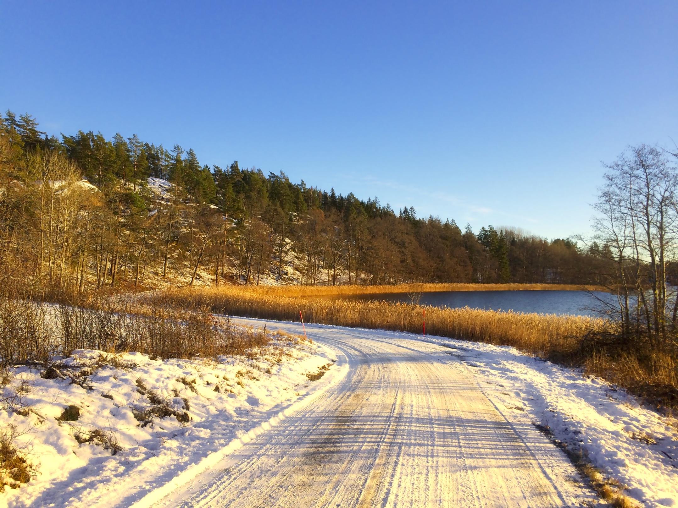 Vinterväg vid Slingsöviken december 2016 - Västervik.Nu